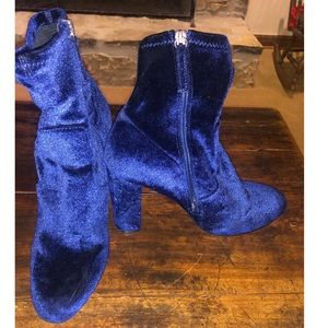 Steve Madden blue suede booties
